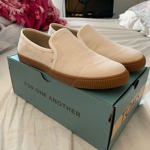 NWT Toms Slip-ons